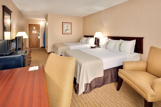 Auburn, Nova York: Enjoy a good night's sleep in our guest rooms.