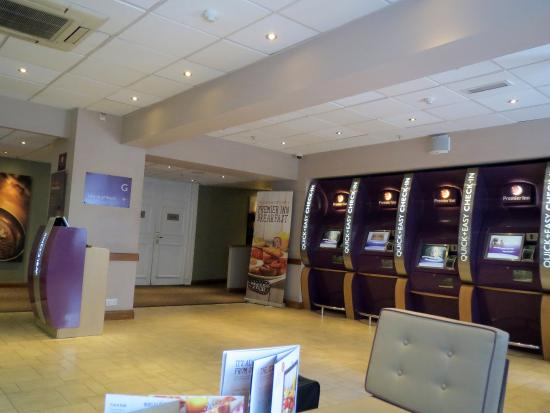 premier inn london county hall hotel updated 2018 prices. Black Bedroom Furniture Sets. Home Design Ideas