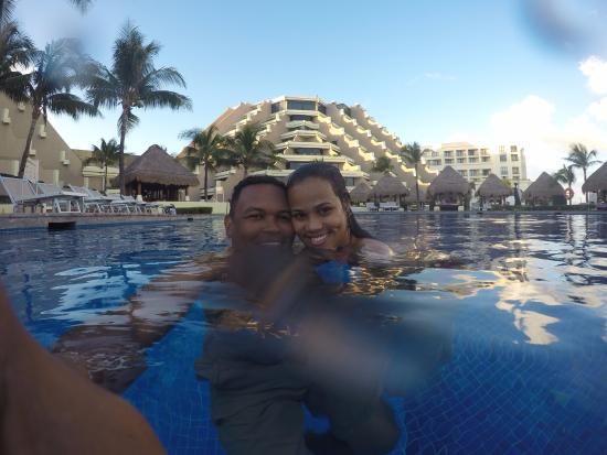 Paradisus Cancun: Enjoying the pool of Royal Service