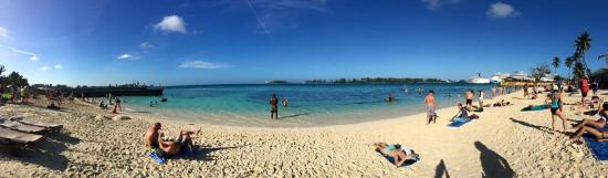 Junkanoo Beach: Panoramic shot of the beach in the late afternoon.