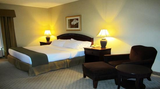 Fairfield, OH: King Standard Room