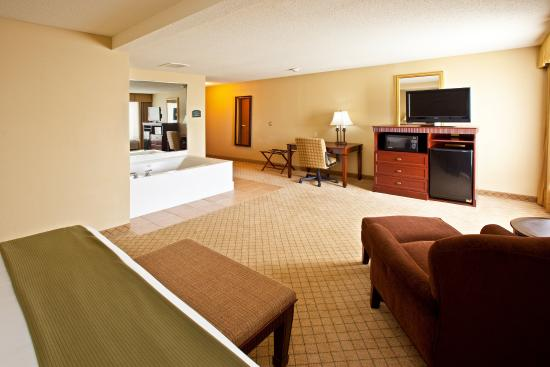 Fairfield, OH: Our Jacuzzi Suite.  What a way to relax after a hard day.
