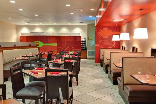 Holiday Inn Yuma: Enjoy a delicious meal at Kem's Comfort Food
