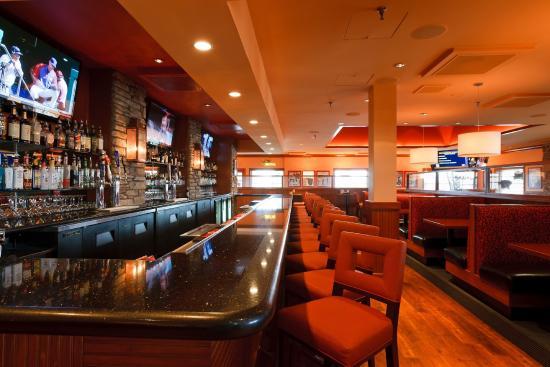 Holiday Inn Colorado Springs (Airport): Colorado Springs Hotel Lounge - Sporting News Grill