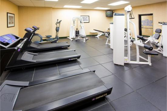 Holiday Inn Express Easton: Enjoy our 10 Piece State of the Art Fitness Center