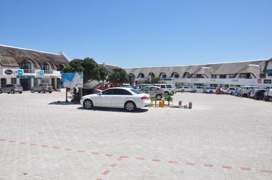 Lyngenfjord House: Quaint Cape St. Francis mall