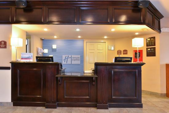 Holiday Inn Express Farmington (Bloomfield): Front Desk