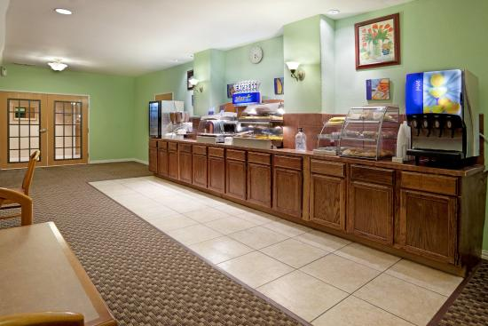 Holiday Inn Express & Suites Elgin : Breakfast Bar