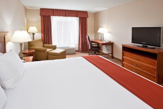 Grand Blanc, MI: King Guest Room