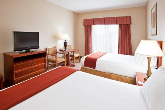 Grand Blanc, MI: Two Queen Bed Guest Room