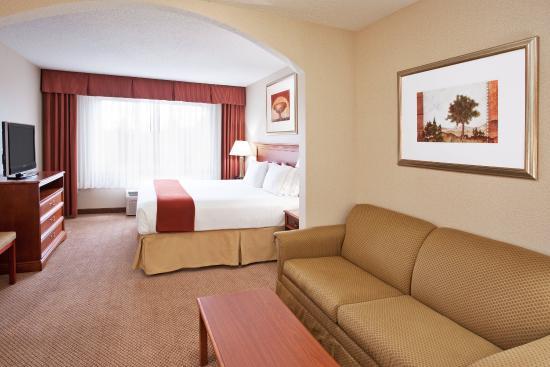 Grand Blanc, MI: King Suite