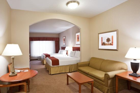 Grand Blanc, MI: Two Queen Suite
