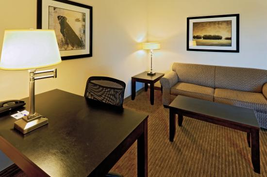 Cleburne, TX: Jacuzzi Suite - living room