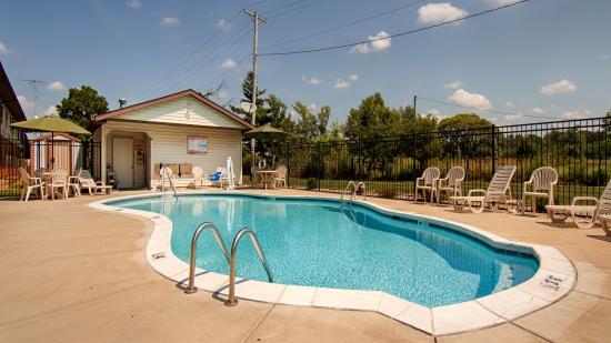 Nashville, IL : Pool