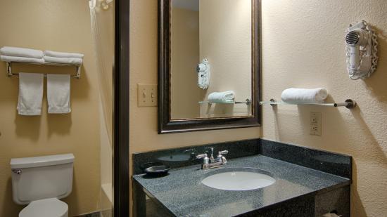 Nashville, IL : Bathroom