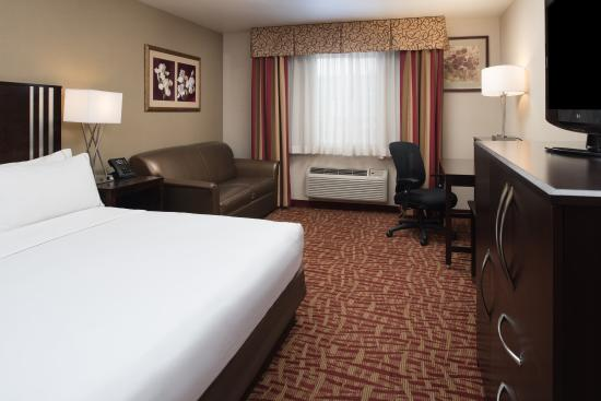 Holiday Inn Express Spokane Valley: King Feature Guest Room with sofa bed
