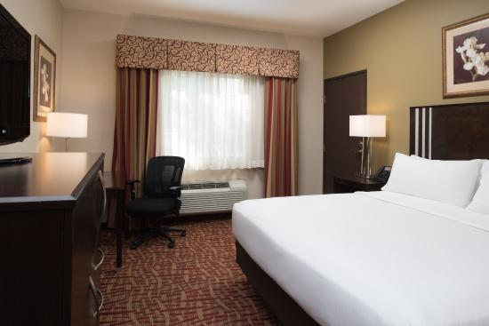 Holiday Inn Express Spokane Valley: ADA/Handicapped accessible King Guest Room with roll-in shower