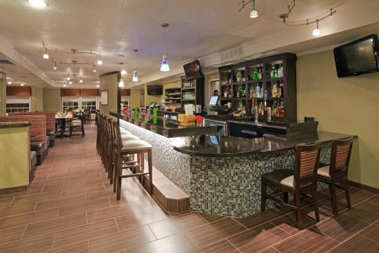 San Mateo, Kalifornien: Bistro330 Bar and Lounge