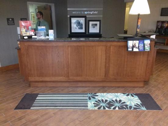 Hampton Inn Springfield South: Front Desk