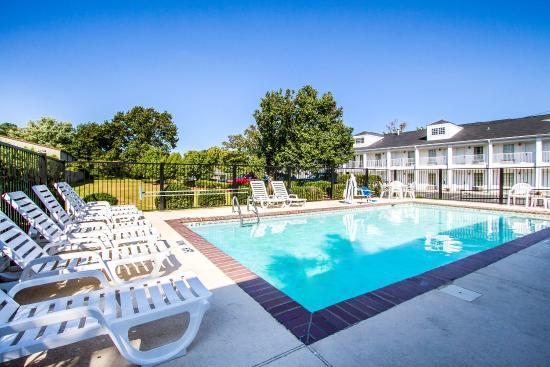 Albertville, AL: Pool