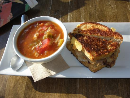 Stone's Throw Cafe: Delicious chicken gumbo soup & toasted roast beef sandwich
