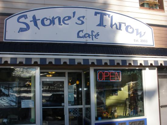 ‪‪Stone's Throw Cafe‬: Convenient location‬
