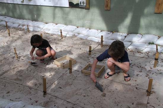 Palmdale, Флорида: Archeological dig for 8-13 yr olds