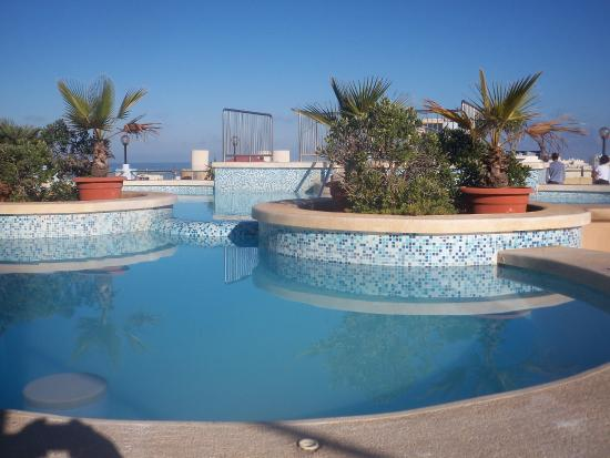 Sunflower Hotel: Rooftop pool - chilly in the winter!