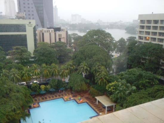 Cinnamon Grand Colombo: View from executive lounge of pool and Bera lake