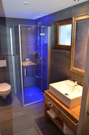 Hotel Laret: Alpine Superior Dusche/WC
