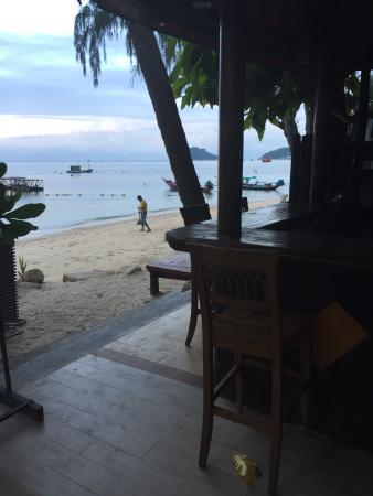 Koh Tao Montra Resort & Spa: bar just be the beach and pool