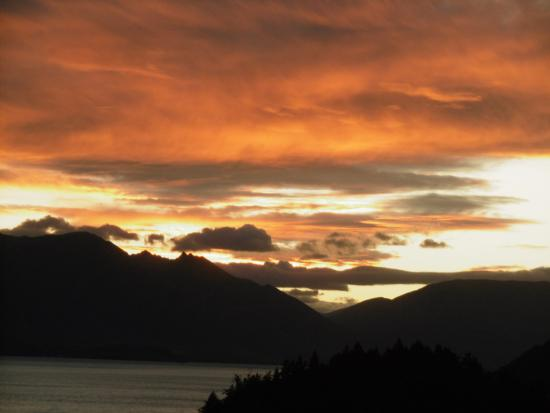 Copthorne Hotel & Apartments Queenstown Lakeview: Gorgeous sunset