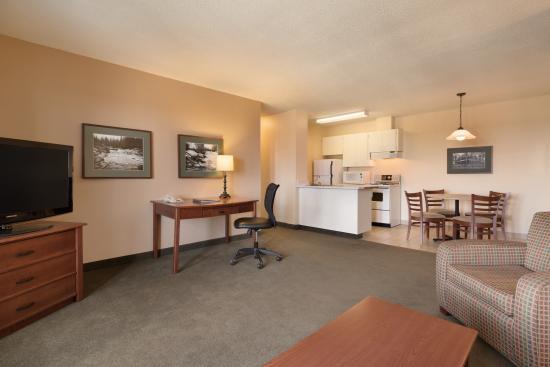 Coast Fraser Tower: Living room/kitchen area