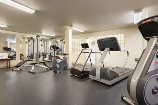Coast Fraser Tower: Fitness Centre
