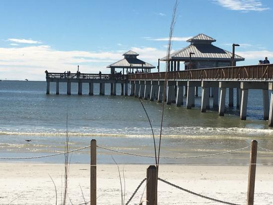Casa Playa Resort: Pier Dining