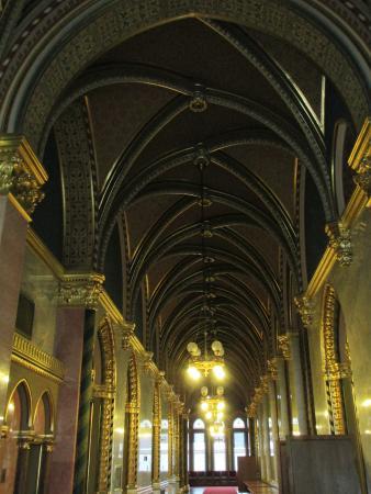 Parlamento: A hallway