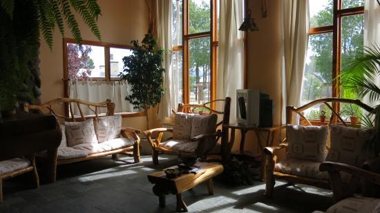 Picture of hosteria casa de piedra trevelin for Casas pintadas por dentro