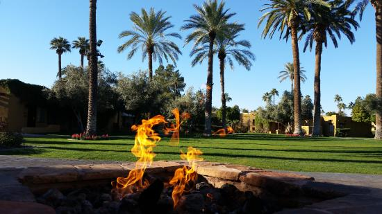 Litchfield Park, AZ: Enjoying the firepit