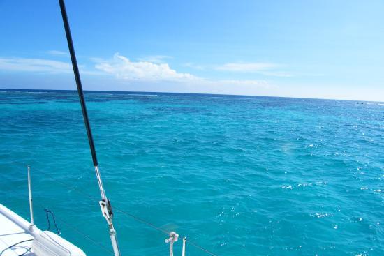 Catamaran Sailing Antigua : the sea on the boat.