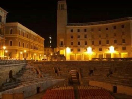 IMG_20150830_194126_large.jpg - Picture of Piazza Sant ...