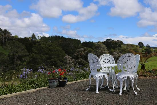 Kumeu, Новая Зеландия: Patio outside room