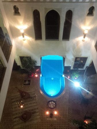 Riad Charme d'Orient: Courtyard from upstairs