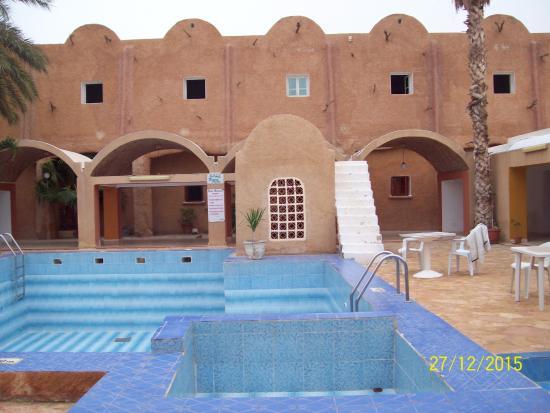 Vue piscine et chambres picture of matmata hotel for Chambre piscine
