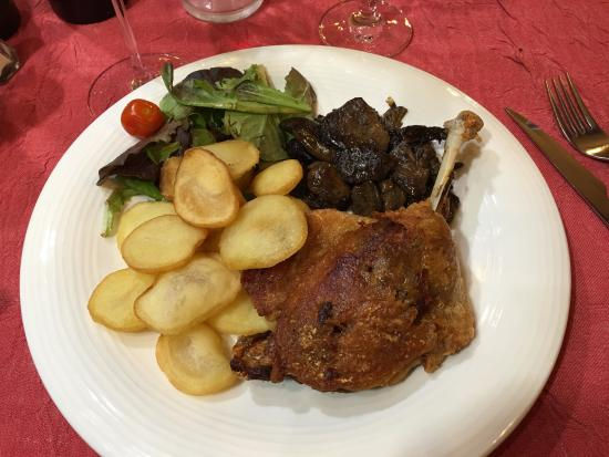 Au Petit Sud Ouest : Confit duck leg and fried thin potatoes and wild mushrooms