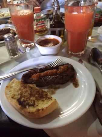 Churrasco Centroamericano: Steak, garlic bread and papaya smoothie
