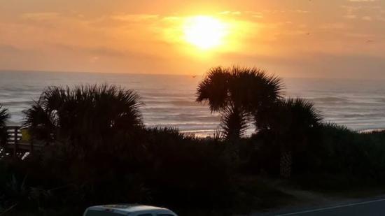 Ocean Mist Motel: View from deck.