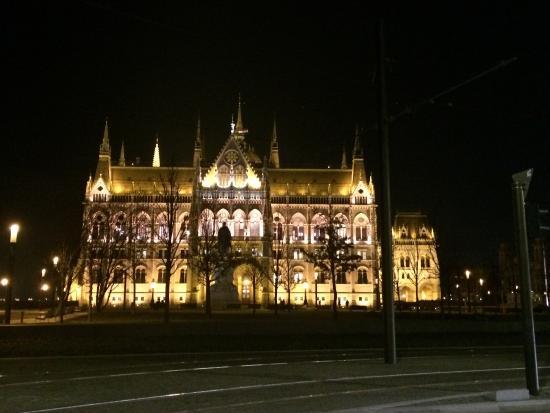Parlamento: Night view