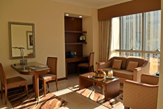 Al Rawda Arjaan by Rotana: One Bed room -Living Room