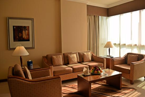 Al Rawda Arjaan by Rotana: Two Bed room -Living Room