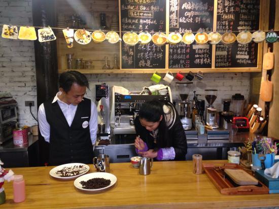 Langzhong, Κίνα: The coffee bar